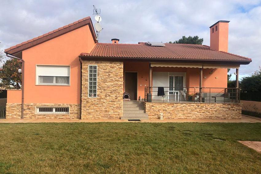 Casa unifamiliar con pintura térmica de exterior