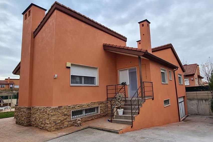Casa con pintura exterior antihumedades